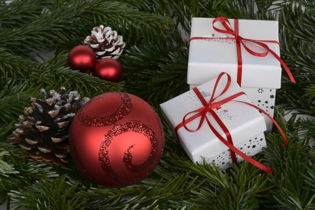 christmas-balls-1891598_1280